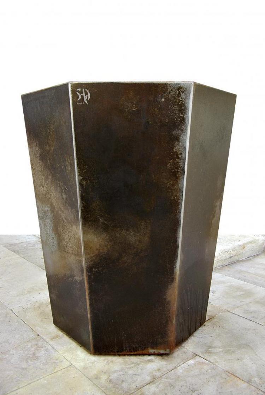 cache pot métal