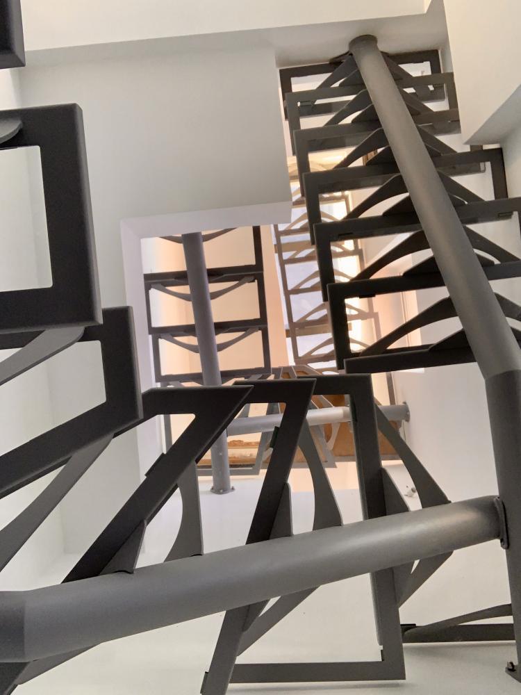 marc bedikian, escalier, design, métal, acier, sur mesure, verre, demi tournant